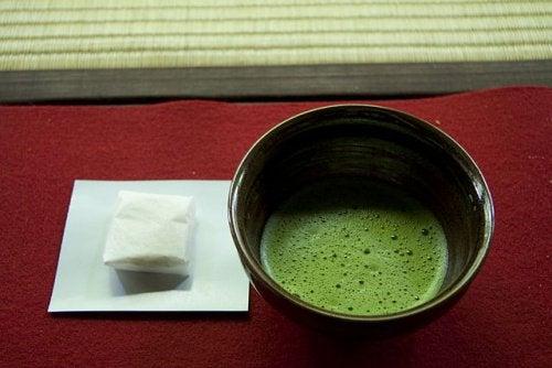 Vihreä tee auttaa laihtumaan.