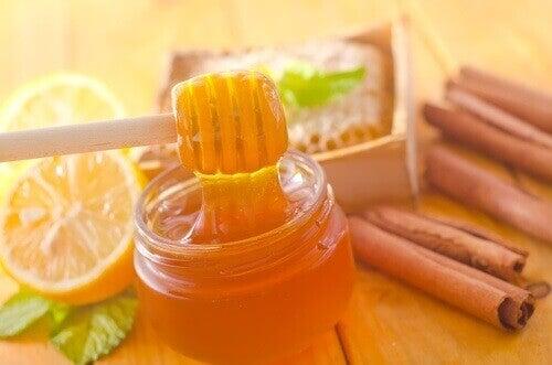 Hunaja ja kaneli - lyömätön yhdistelmä