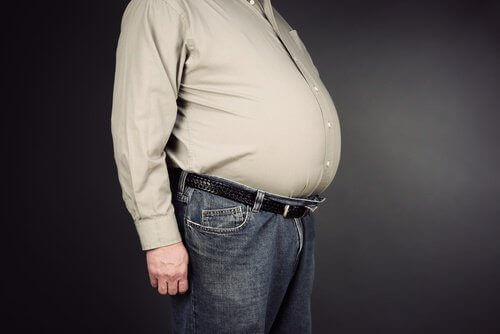 miehen iso vatsa