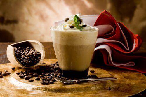stressiä ja uupumusta vastaan vältä kofeiinia