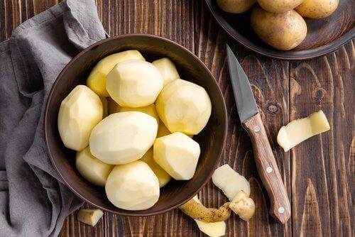 Valmista perunamehua edistämään hiustenkasvuasi.