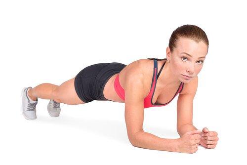 Lankku on loistava liike harjoittamaan vatsalihaksia.