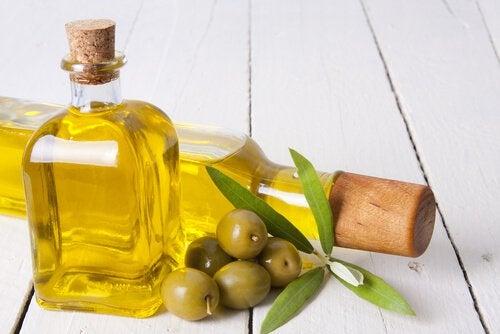Oliiviöljy sisältää ihmisen keholle hyvää ja terveellistä rasvaa.