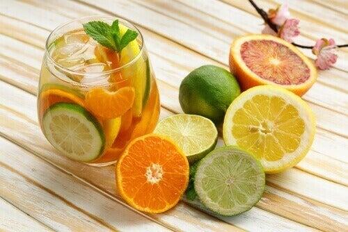 juoma sitrushedelmistä