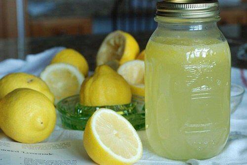 herkullinen juoma sitruuna