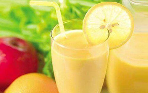 Painonpudotusta vauhdittava smoothie omenasta, sitruunasta ja greipistä