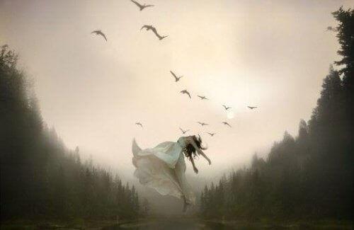 Nainen lentää
