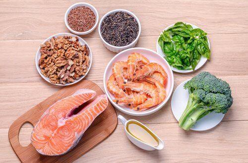 Suosi hyviä rasvoja, jos kärsit kilpirauhasen vajaatoiminnasta.