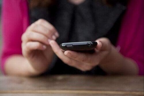Älypuhelimen käytön aiheuttamat terveyshaitat