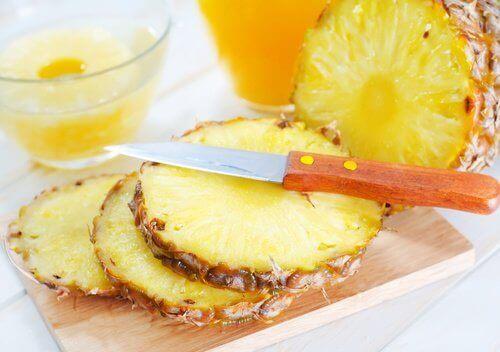 Ihopolyyppien poistaminen ananaksen avulla.