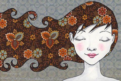 Onnellinen tyttö ja hiukset
