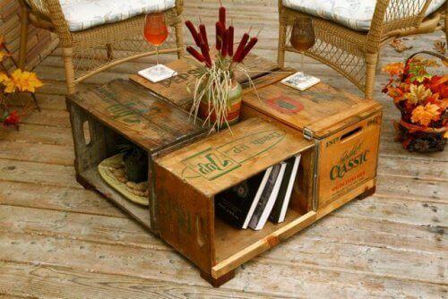 puulaatikot uusiokäytössä; kahvipöytä