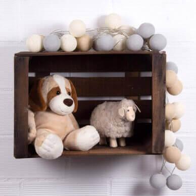 puulaatikot uusiokäytössä; leluhylly