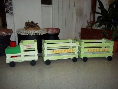 puulaatikot uusiokäytössä; Puulaatikot lelujunaksi