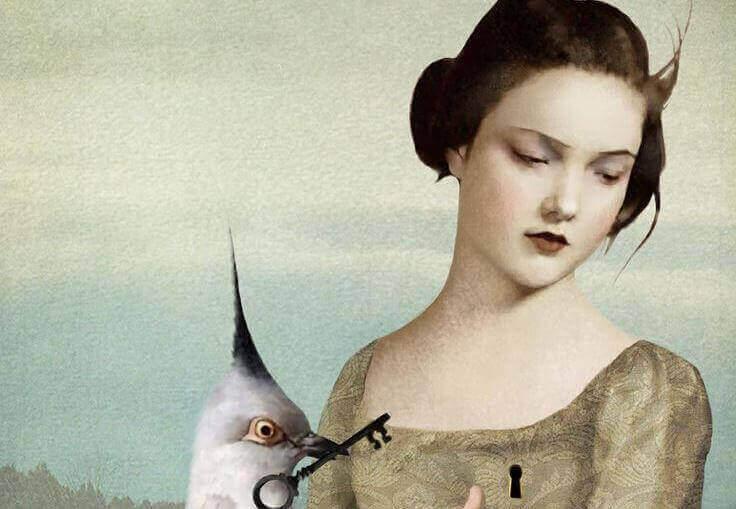 nainen ja lintu jolla avain nokassa