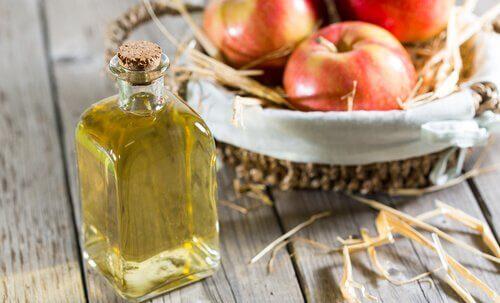 valmista helppoa hoitoa kynsisieneen omenaviinietikasta