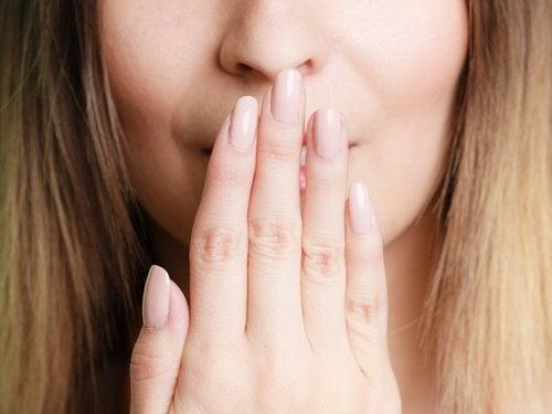 älä kärsi haisevasta hengityksestä