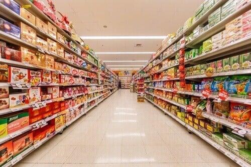 ruokakaupan hyllyt