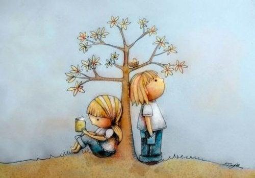 Lapset puun juurella