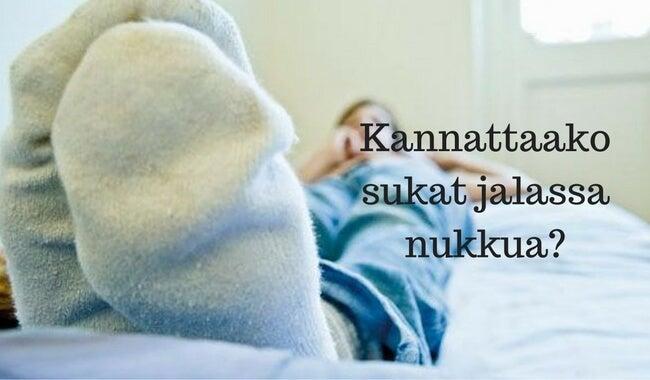 Nukkua sukat jalassa