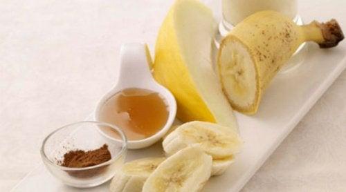 banaani, hunaja ja kaneli