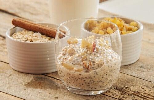 Edellisenä iltana valmistettava chia-kaura -aamupala