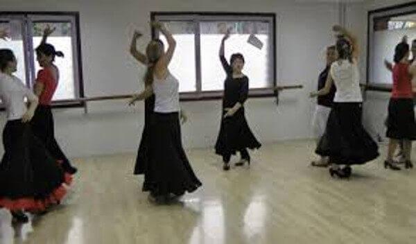 Flamencon tanssiminen auttaa vahvistamaan käsivarsiasi.
