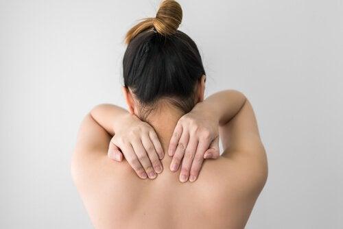 fibromyalgian varoitusmerkit: kipu hartioissa