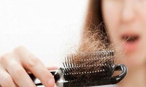 Hiustenlähtö voi kertoa kilpirauhasen ongelmista
