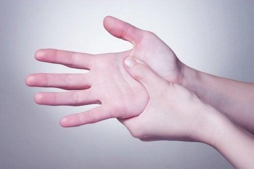 käsien painelu