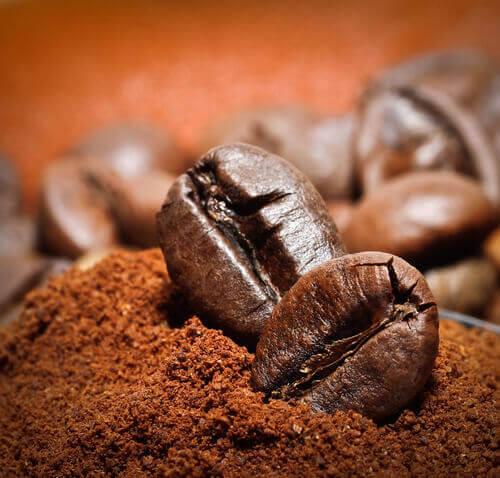 pahat hajut pois kahvilla