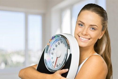 Kylmä suihku auttaa edistämään painonpudotusta.