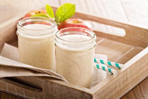 Vyötäröä hoikistavat smoothiet - omenamatchasmoothie.