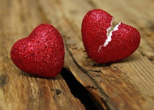 Kun parisuhde päättyy, ei särkyneiltä sydämiltä useinkaan vältytä.