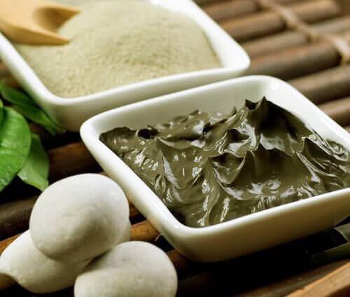 Bentiniittisavi on yksi myrkkyjä poistavan luontaishoidon aineksista.