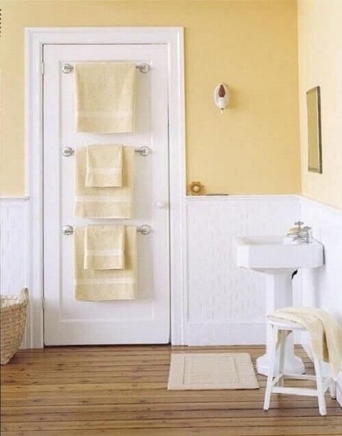 pyyheteline ovessa
