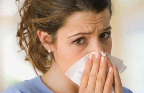 Käytä kuumavesihaudetta tukkoisen nenän avaamiseen.