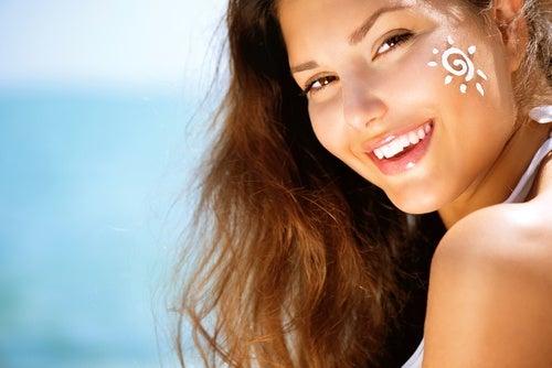 Kasvojen iho ja aurinkosuoja