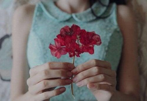 On tärkeää tiedostaa, että onni tulee sisältä, eikä toisesta ihmisestä.
