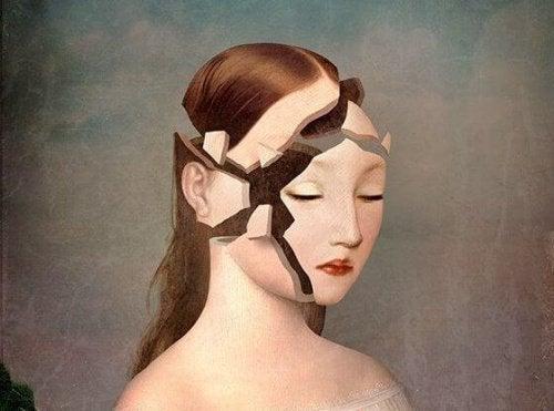 naisen pää hajosi