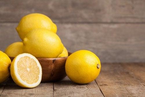Sitruuna auttaa moneen terveysongelmaan.