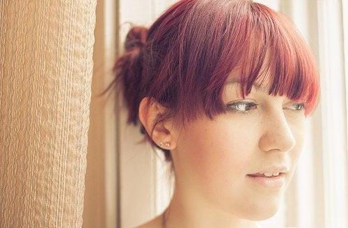 otsahiukset ovat osa nuorentavaa hiustyyliä