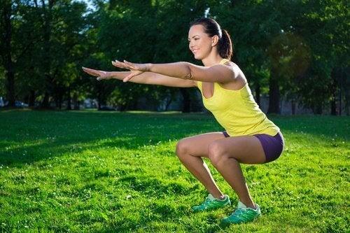 6 jalkoja kiinteyttävää harjoitusta