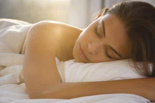 7 alasti nukkumisen hyötyä
