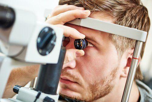 silmänpainetaudin testaaminen