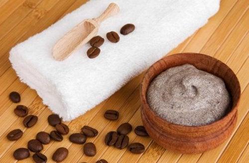 Kaakaovoista ja kahvista valmistettu voide auttaa ehkäisemään suonikohjujen syntymistä.