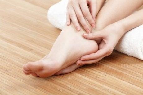 Yksi merkki huonosta verenkierrosta: kylmät jalat.