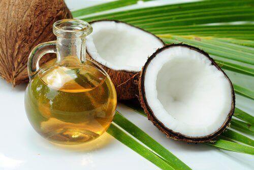kookosöljy avuksi raskausarpien häivyttämiseen