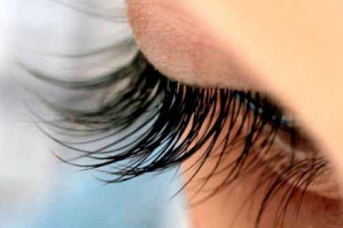 13 vinkkiä joiden avulla saat upeat silmäripset