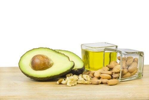 karkota ylimääräistä vatsarasvaa syömällä terveellisiä rasvoja